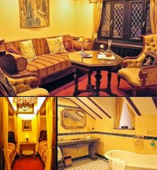 Barbarosssa Suite with bedroom with four-poster-bed, sitting room, extra room, bath and view to the castle courtyard
