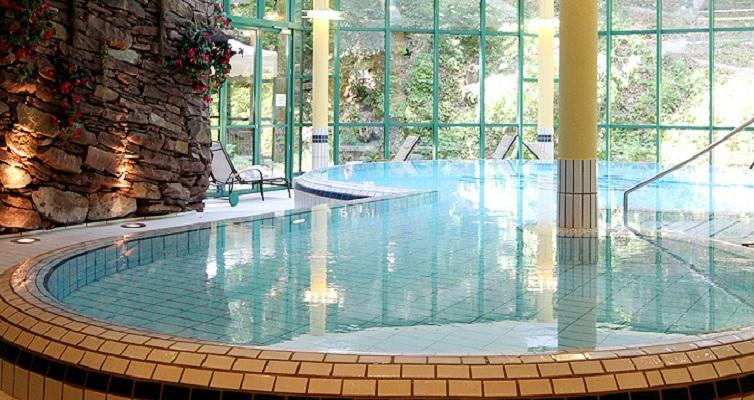 JPMoser_villaswimmingpool.jpg