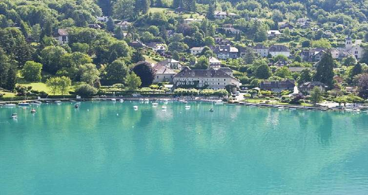labbaye de talloires is located on the banks of one of the most picturesque lakes in the french alps this chateau has maintained a genuine ambience - Abbaye De Talloires Mariage