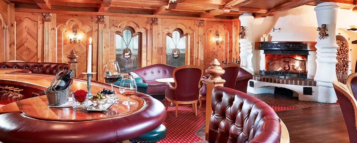 JPMoser_Spa_Hotel_Jagdhof_Neustift_Tyrol_Stubaital_5_Stars_Luxury_Bar.jpg