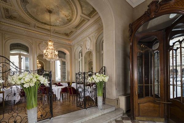 Hotel regina paris paris france updated 2018 official for Hotel regina opera paris