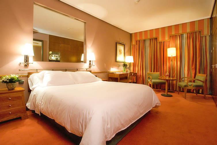 Hotel palafox zaragoza spain updated 2017 official website for Luxury hotel zaragoza